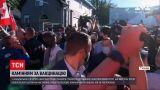 Новини світу: противники щеплень закидали камінням прем'єра Канади під час передвиборчої програми
