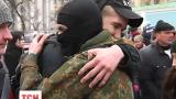 Новобранці полку «Азов» та бійці після ротації їдуть на Схід України