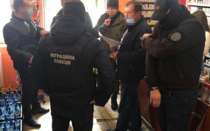 Бил деревянными палками: под Ужгородом будут судить депутата, который скрывал дома иностранных мигрантов