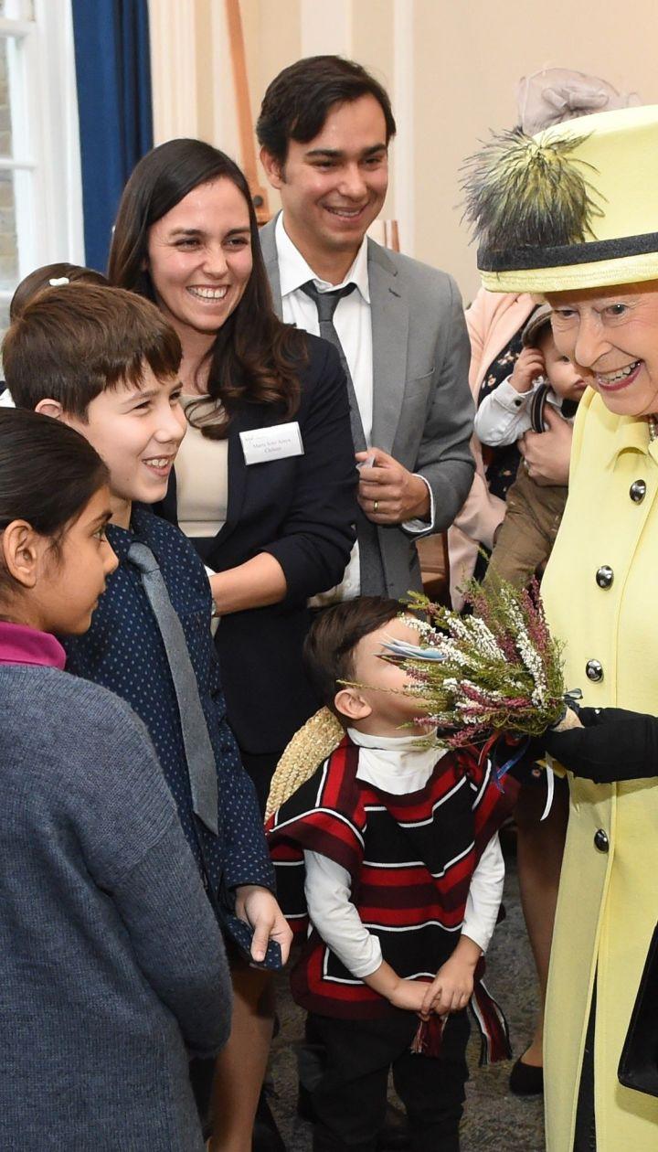 Королева Елизавета II вколледже Гуденаф / © Getty Images