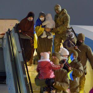 Східна казка, яка закінчилася пеклом: спецрепортаж ТСН про повернення українок та їхніх дітей із сирійського табору