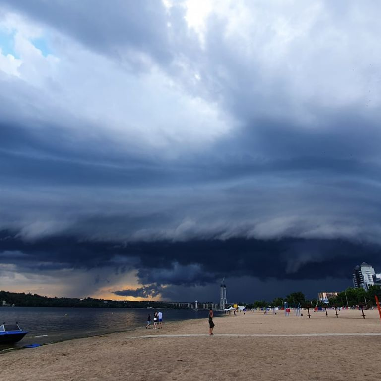 """""""Выглядело эпически"""": в небе над Запорожьем зафиксировали необычное явление (фото)"""
