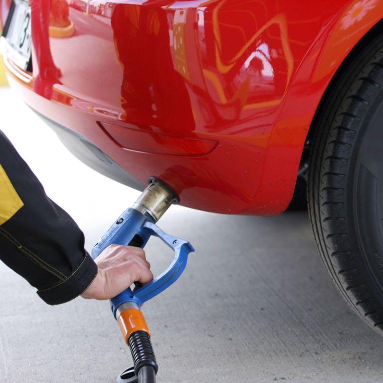 Українські АЗС зменшили ціни автогазу: скільки наразі коштує ним заправитися