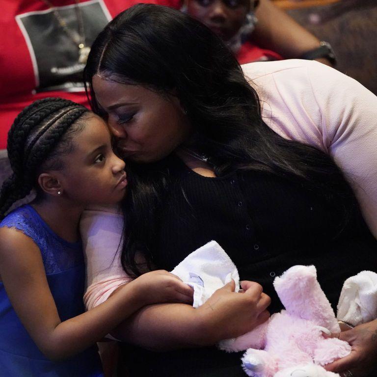 В США маленькой дочери убитого афроамериканца Джорджа Флойда подарили полную стипендию в университете