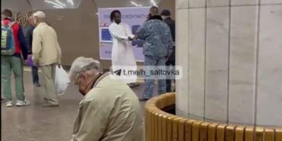 В Харькове парень бросился под поезд (видео)