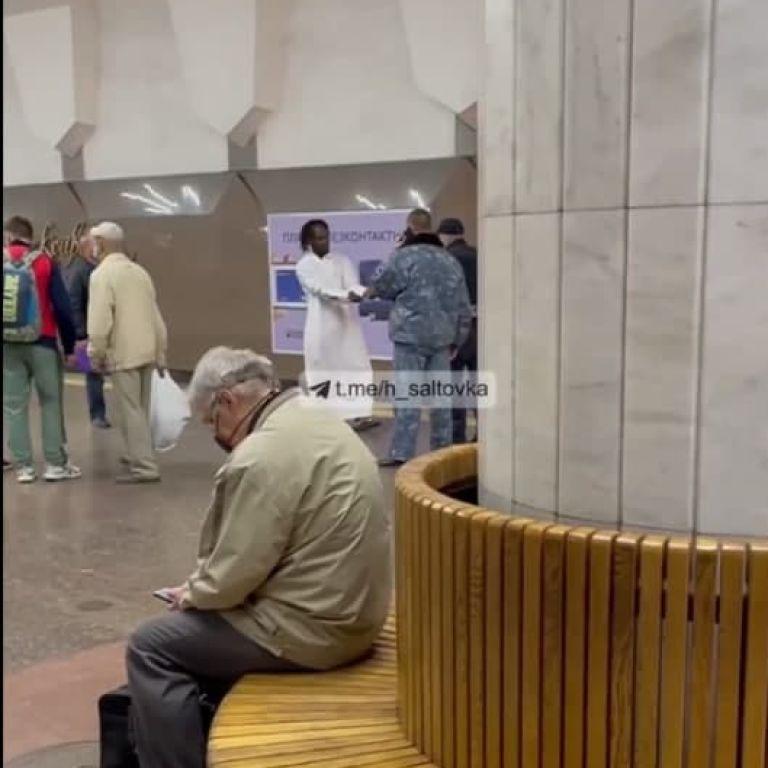 В Харкові хлопець кинувся під потяг (відео)