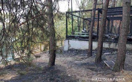 У Харківській області спалахнула база відпочинку із людьми всередині: є потерпілі (фото)