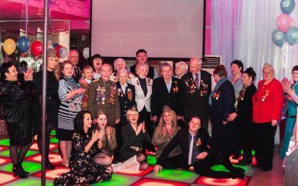 В России ветеранов привели на празднование 9 Мая в стрип-клуб