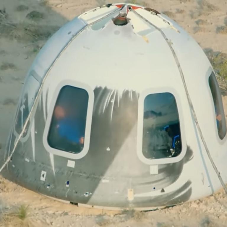 В космос за 10 минут: ракета New Shepard миллиардера Джеффа Безоса вернулась на Землю