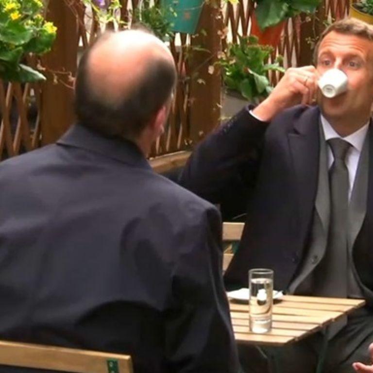 """Макрон """"отпраздновал"""" смягчение карантина чашкой кофе"""