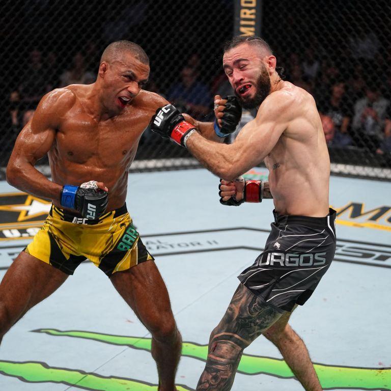Бомба замедленного действия: боец UFC отправил соперника в редкостный нокаут (видео)