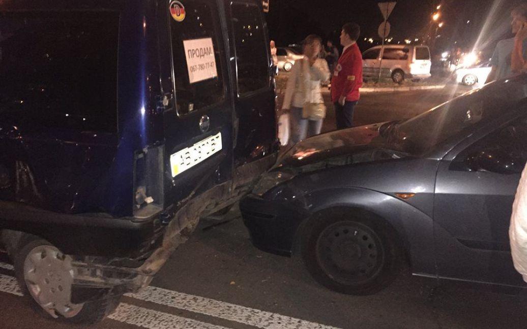 В ДТП на Героев Сталинграда столкнулись 5 машин. / © Зорян Шкиряк /Facebook