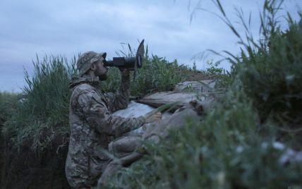"""На Донбасі бойовики чотири рази порушували """"тишу"""": один боєць ООС отримав осколкове поранення"""