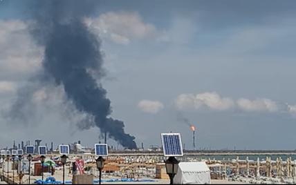 В Румынии произошел взрыв на крупнейшем нефтеперерабатывающем заводе: видео