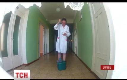 Шпионский репортаж: журналистка ТСН под прикрытием устроилась санитаркой в больницу