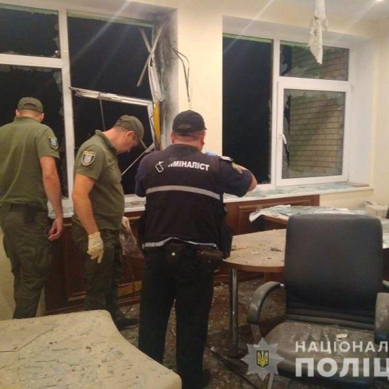 """Постріл у """"Мостобуд"""": експерти висунули політичну версію, свідки бачили мотоцикліста"""