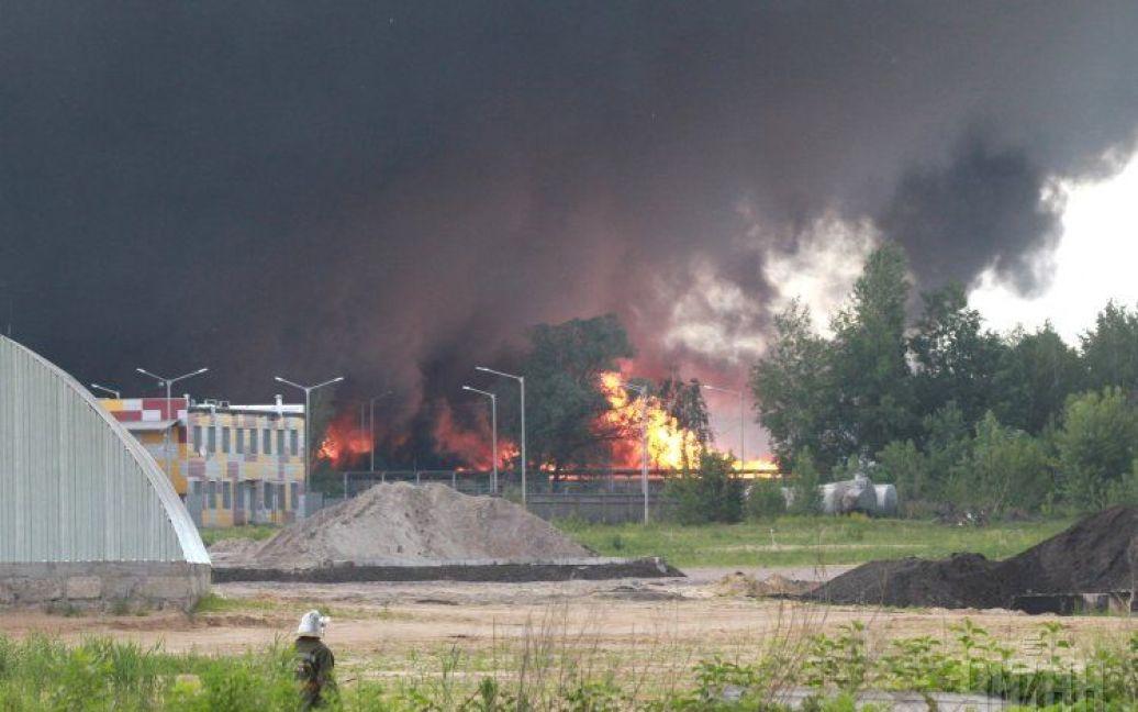 Пожар до сих пор не могут потушить / © УНИАН