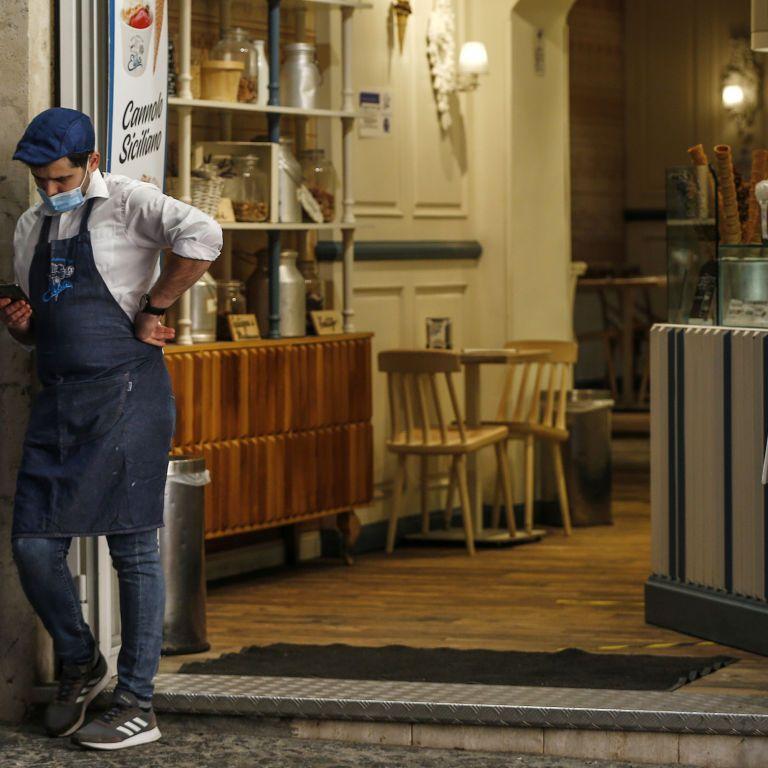 Франція посилила карантин: у країні забороняють тканинні маски та закрили торгові центри