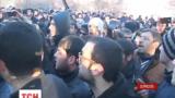 У Вірменії тисячі демонстрантів оточили російську військову базу