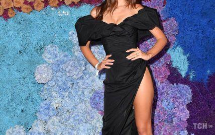 В платье с разрезом до бедра: Эмили Ратажковски посетила вечеринку на Капри