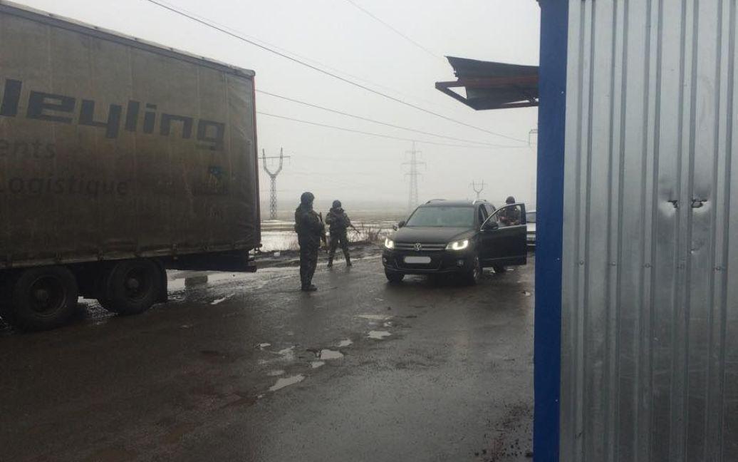 Українці мають оформити перепустку, щоб заїхати у зону АТО / © thekievtimes.ua