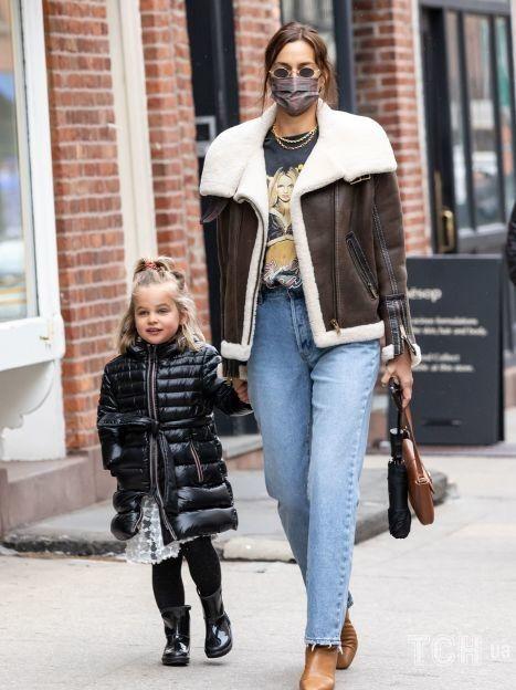 Ирина Шейк с дочерью Леей / © Getty Images