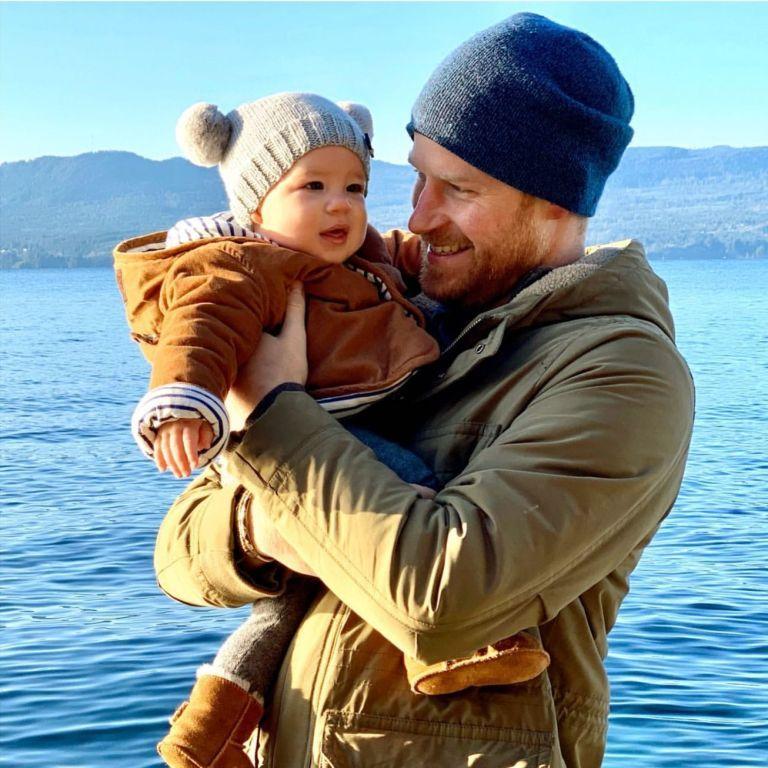 Новое фото двухлетнего сына принца Гарри и Меган вызвало возмущение в Сети