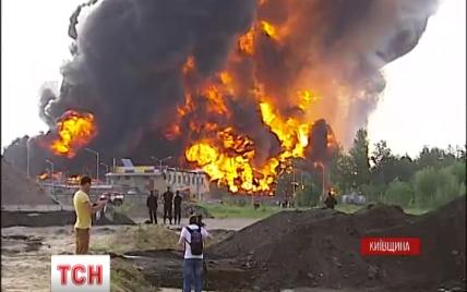 Пожар на нефтебазе под Васильковом уничтожил 10 единиц пожарной техники