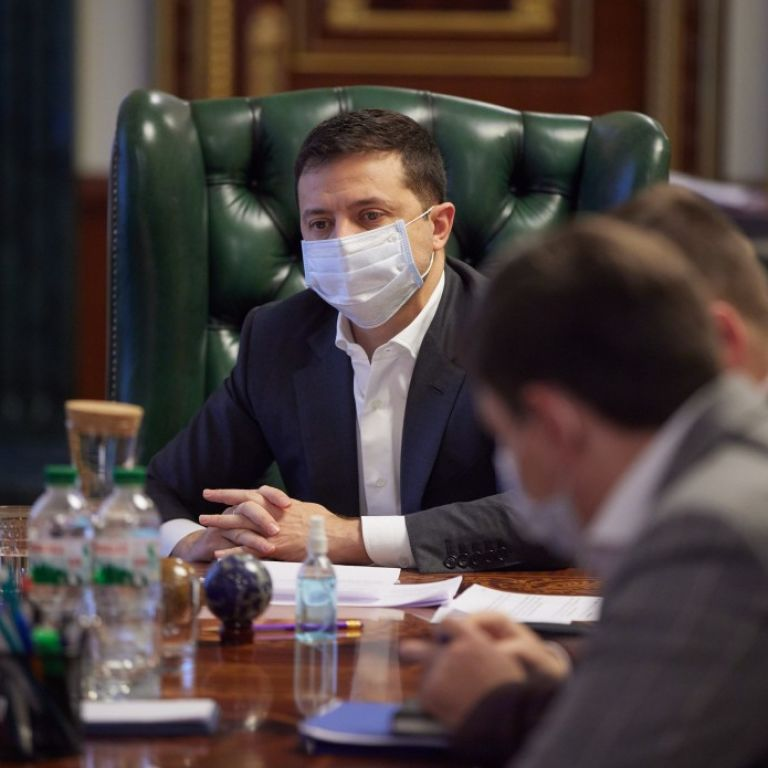 Прошел осмотр и дал письменное согласие: на Банковой рассказали детали вакцинации Зеленского