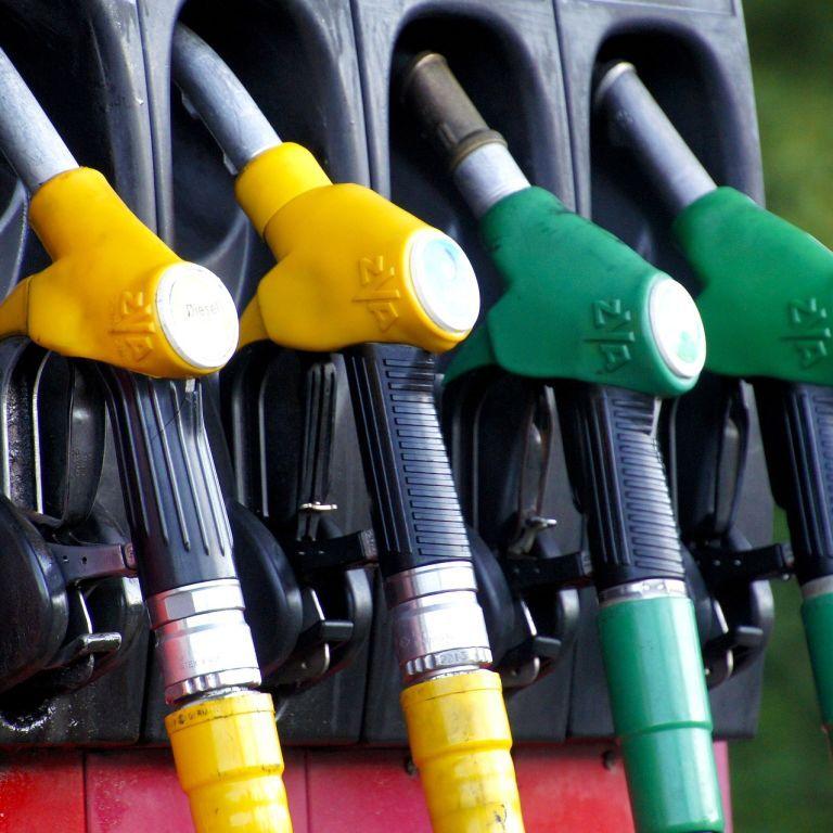 Украинские АЗС снизили стоимость бензина и дизельного топлива: сколько сейчас стоит ими заправиться
