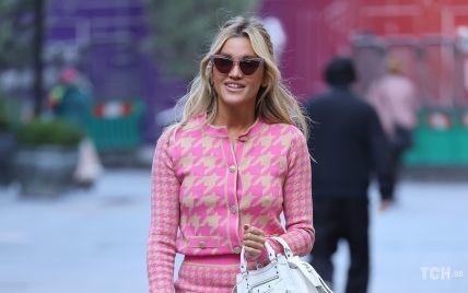 В образі Барбі: Ешлі Робертс сходила на роботу в яскравому вбранні