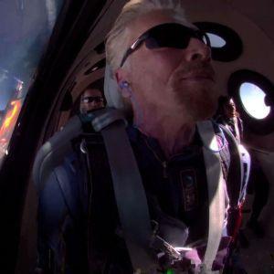 После полета миллиардер Брэнсон анонсировал лотерею, победители которой как туристы полетят в космос