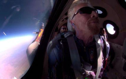 Після польоту мільярдер Бренсон анонсував лотерею, переможці якої як туристи полетять у космос