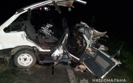 От удара авто разбило: во Львовской области в ДТП погибли двое парней возрастом 16 и 20 лет, много пострадавших