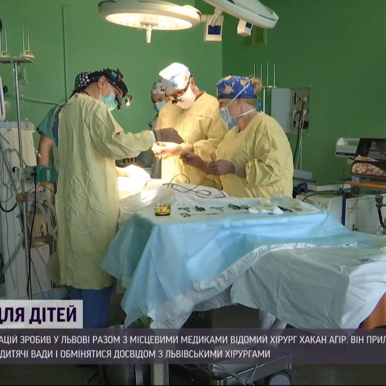 У Львові турецький пластичний хірург безкоштовно прооперував українських дітей із різними вадами