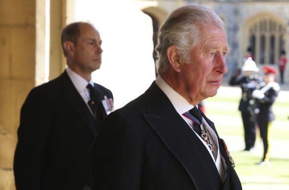 Принц Чарльз и принц Эдвард на похоронах отца принца Филиппа / © Associated Press