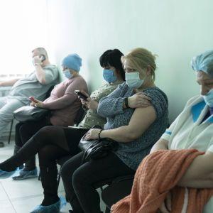 У МОЗ заявили, що майже не залишилося вакцин AstraZeneca для першої дози щеплення