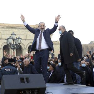 """Один голос """"за"""": парламент Армении не выбрал Пашиняна премьером"""