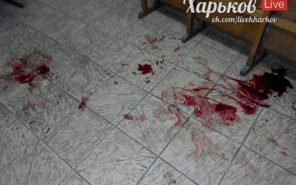 На месте нападения остались лужи крови. / © ВКонтакте/Харьков live