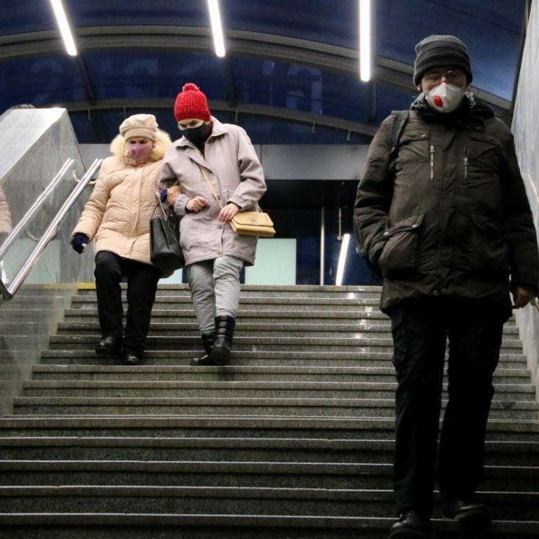 Когда ждать всплеска и спада коронавируса в Украине: прогноз врача