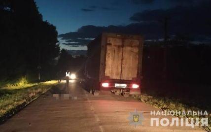 У Львівській області вантажівка переїхала 28-річного чоловіка: він помер на місці трагедії