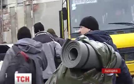 Мобілізація на Львівщині: десятки добровольців та втікачі від повісток за кордон