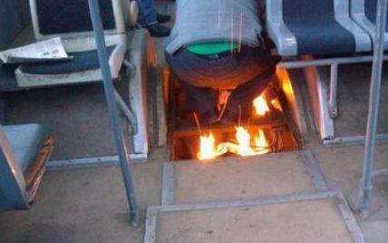 """""""Винахідливий"""" водій тролейбуса розпалив багаття в салоні"""