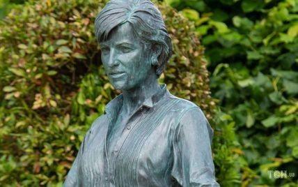 Статуя принцессы Дианы: найдено фото, которым вдохновлялся скульптор