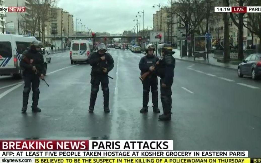 У заручниках у нападника можуть перебувати жінки і діти / © Sky News