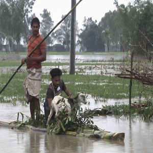 Через масштабну повінь у Бангладеш постраждали близько 100 тисяч осіб, пошкоджено сотні будівель