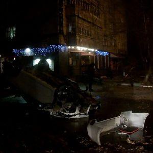 В Каменец-Подольском иномарка влетела в дерево и перевернулась — есть погибшие и пострадавшие