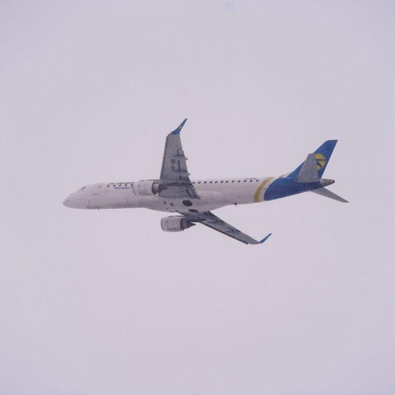 В аеропорту Одеси екстрено посадили пасажирський літак: названа причина