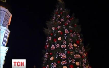 Главную новогоднюю елку страны украсили тысячей украшений