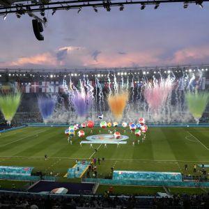 На Євро-2020 розгорівся міжнародний скандал: провокаційний банер перед стартом турніру